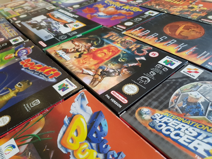 Collection of PAL N64 games, including Turok 3, Buck Bumble, Rocket: Robot on Wheels, F-1 World Grand Prix, Forsaken and Charlie Blast's Territory