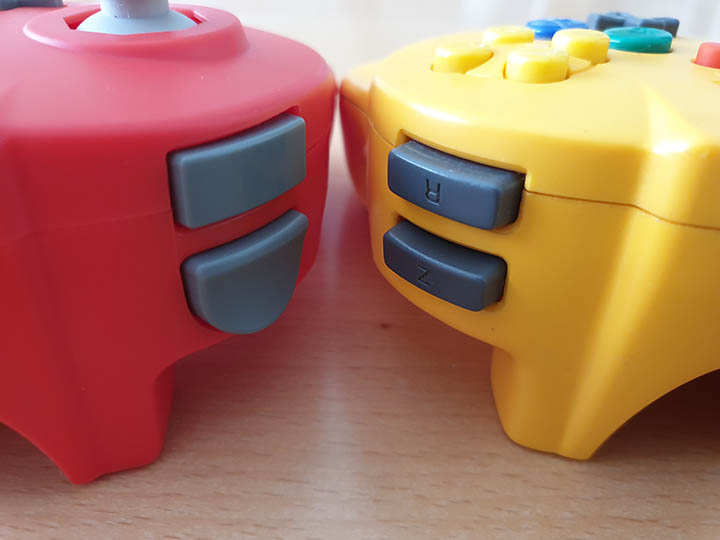 The unmarked shoulder buttons of the Close-up shot of the Retro-Bit Tribute 64 controller compared to the N64 Hori Mini Pad.