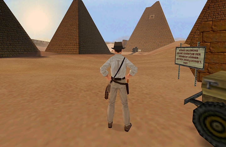 Indy prepares to explore ancient pyramids in Indiana Jones and the Infernal Machine for PC.