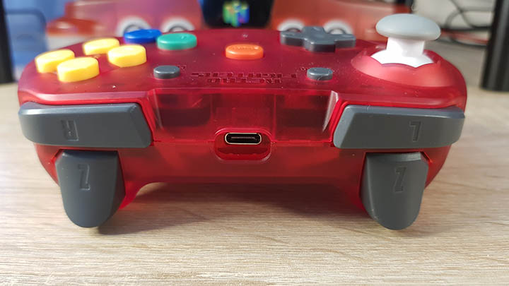 Shoulder buttons, including two Z triggers on either side of the controller